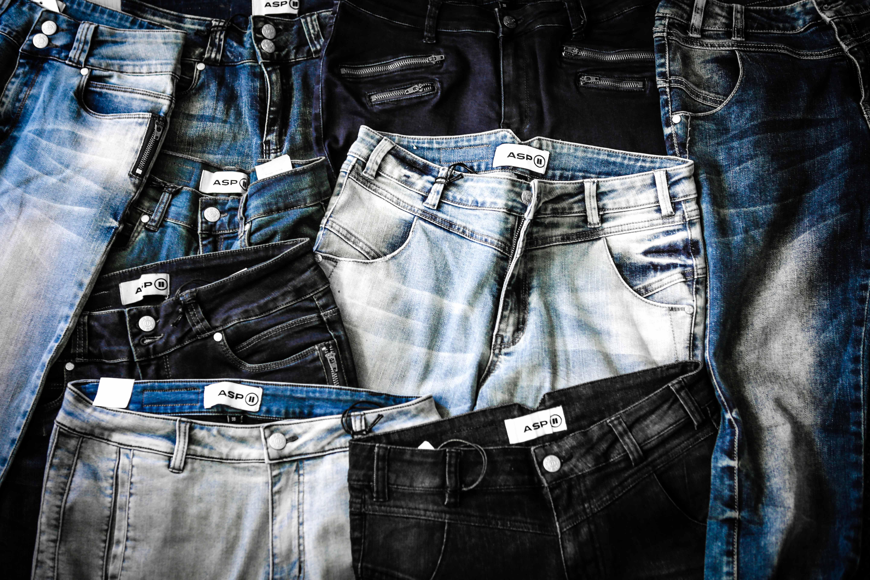 asp-jeans-dk-spredt-ud-pa-gulv